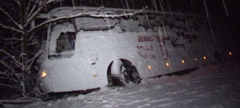 Автобус пропадна в канавка край Севлиево © bTV
