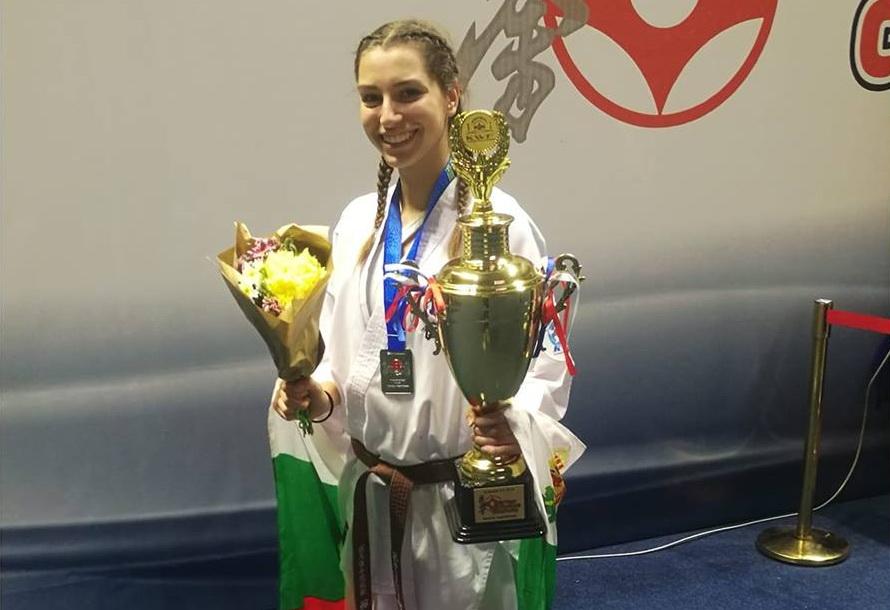 Валерия Лозанова със сребърен медал от Световно първенство по киокушин © sport-gabrovo.com