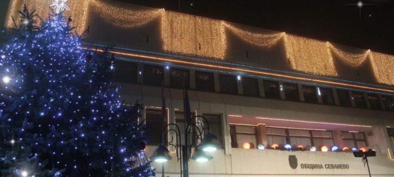 Коледната елха в Севлиево светна © Община Севлиево