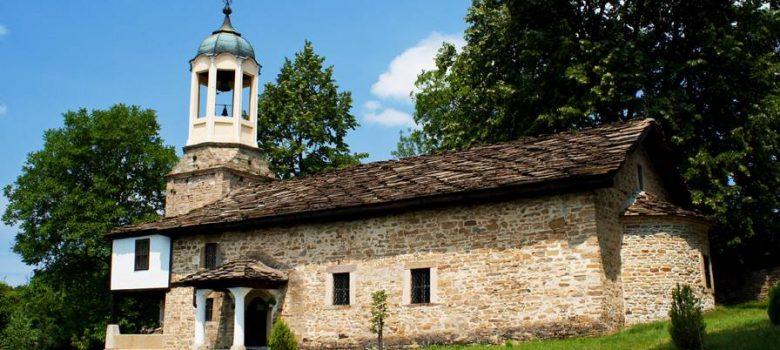 """Църквата """"Св. Пророк Илия"""" в село Боженци © bulgariatravel.org"""