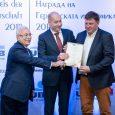 """Томас Фройндорфер вляво) от """"Габинвест"""" ЕООД получава отличие в категория """"Социален ангажимент""""на Наградата на германската икономика за 2018 г. © ГБИТК"""