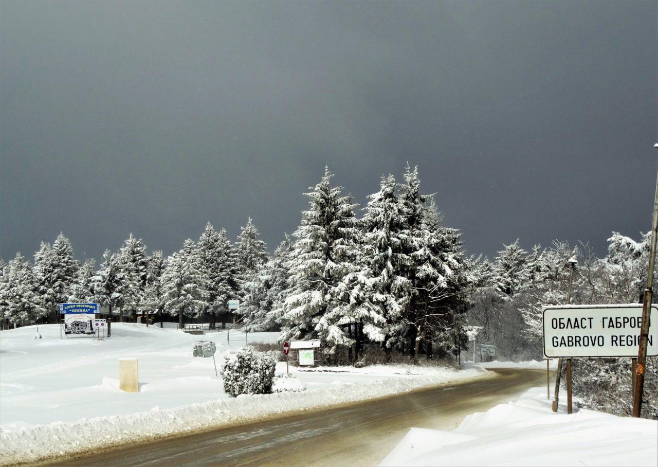 """Зима на Шипченския проход. Снимка: Здравка Гичева, """"Видяно и Преживяно в Габрово"""""""