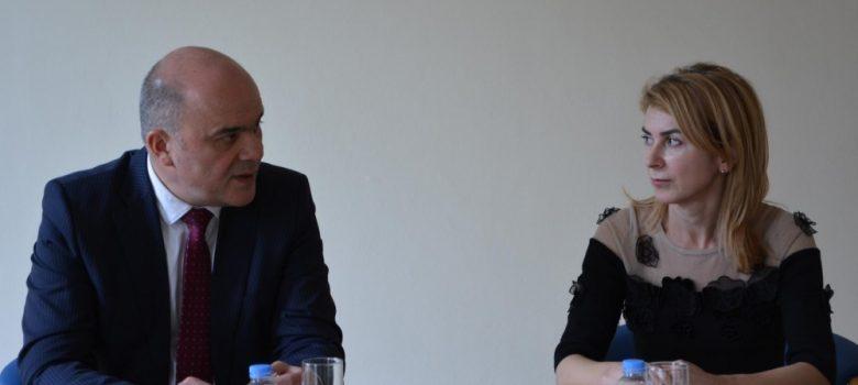 Среща между министъра на труда и социалната политика Бисер Петков и кмета на Габрово Таня Христова © Община Габрово