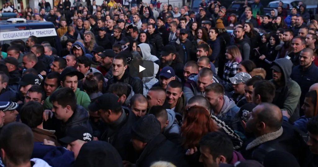 Момент от протеста в Габрово пред следствения арест, 10 април 2019. Кадър: Роберт Иванов