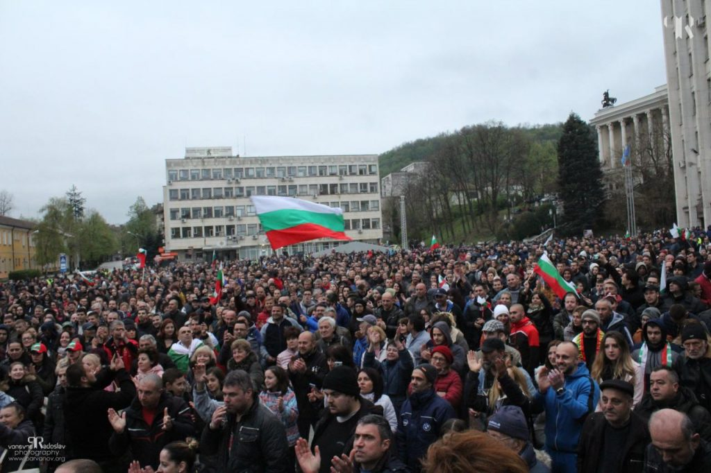"""Протест на площад """"Възраждане"""" в Габрово, 13 април 2019 © Радослав Първанов"""