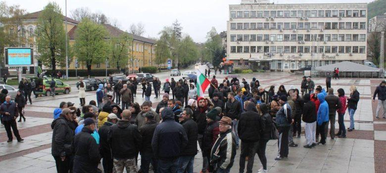 """Началото на петия протест на площад """"Възраждане"""" в Габрово, 14.04.2019 © Радослав Първанов"""
